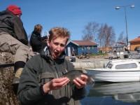 Siggen i sitt ess med mort i Nexø havn (BH13)
